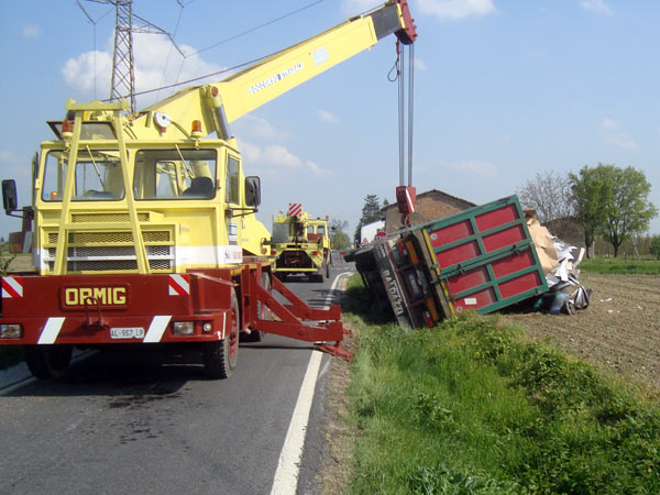 Prezzi-carroattrezzi-per-recupero-camion-forli